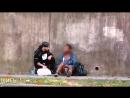 Бездомный продавец чипсов Социальный эксперимент Русская озвучка