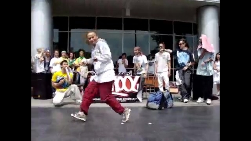 Девушка классно танцует хип-хоп (Настя Гончаренко)