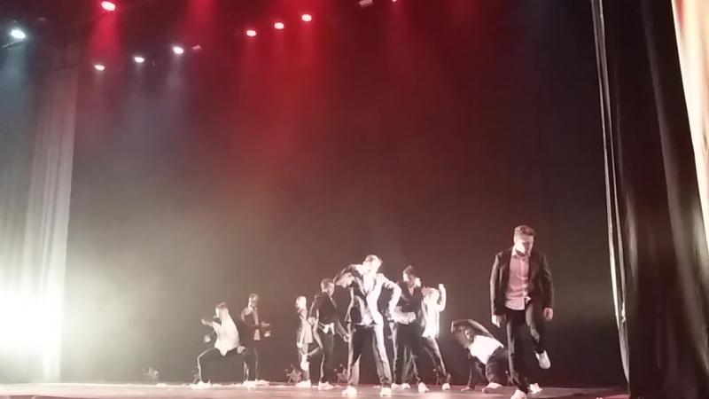 шоу Под дождем .танец4