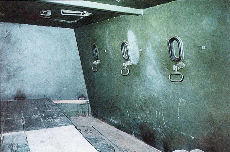 Внутренний вид бронерубки, установленной на платформе СП «Терек»