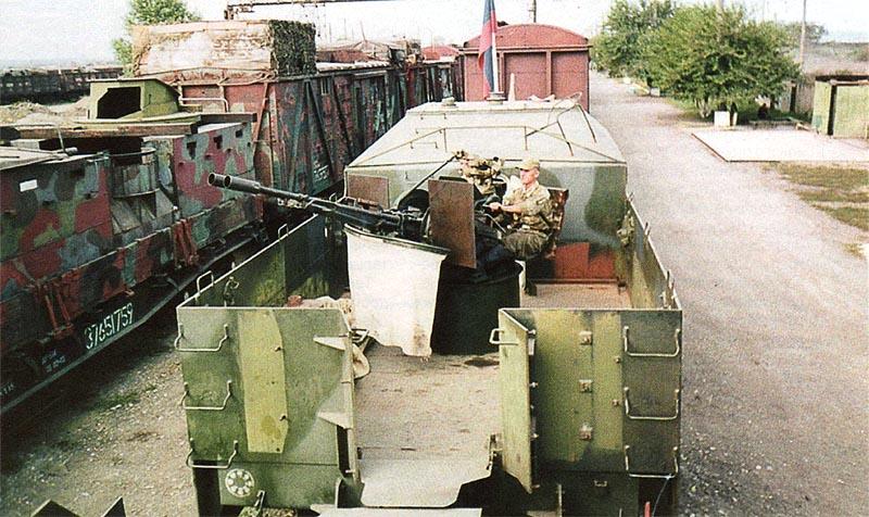 ЗУ-23-2, установленная на бронеплощадке СП «Терек»». Слева виден броневагон и крытый вагон с башней для наблюдения и ведения огня на его крыше СП «Байкал»