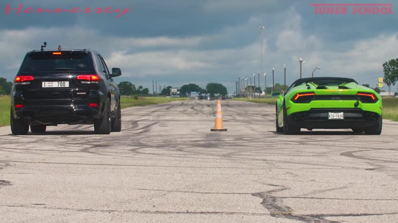 Lamborghini Huracan vs 1000 HP Jeep Trackhawk Drag Race