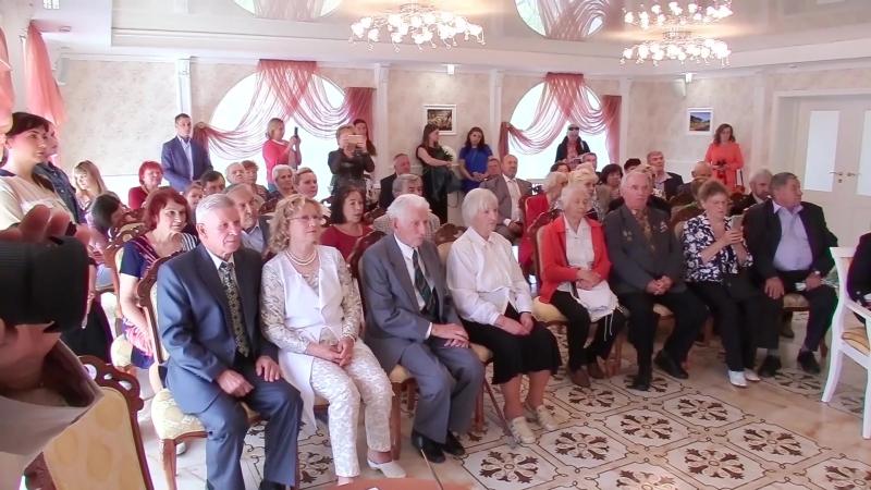 во Дворце бракосочетаний Петродворцового района состоялась церемония награждения свадебных юбиляров медалью «За любовь и верност