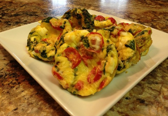 Полезный рецепт средиземноморских яичных маффинов к завтраку. Mediterranean Breakfast Egg Muffin - HASfit Healthy Breakfast Recipes - Egg Recipe - Eggs Recipes