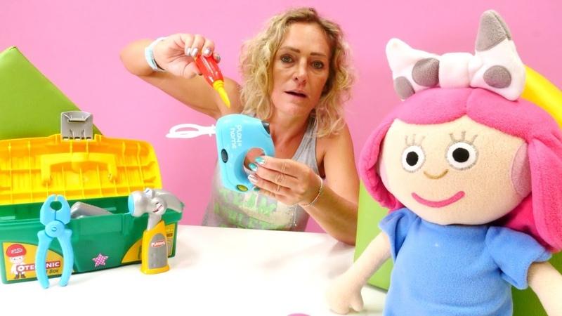 Smarta ile çocuk videoları. Nikole mikseri tamir ediyor