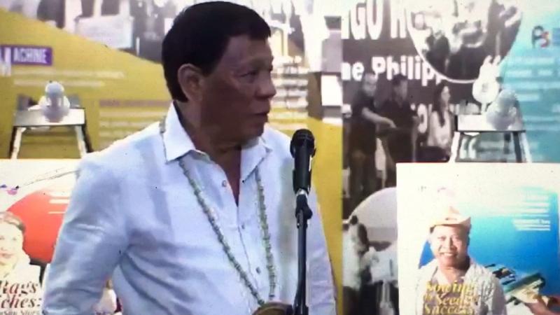 PRESIDENT DUTERTE CALLS FAKE VP LENI ROBREDO 'INCOMPETENT'