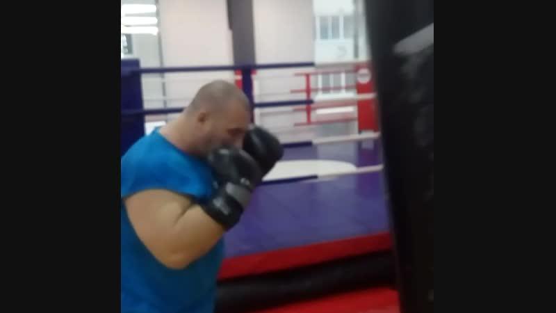 После тяжёлой тренировки рук и плеч, работаю по мешку, скорость никакая,в следующий раз, обязательно исправлюсь 😎