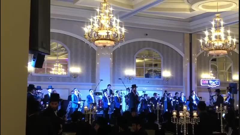 Watch Shloimy Daskal Perform קבלת התורה Togeter With Yiddish Nachas Yedidim Choir Sababa Band