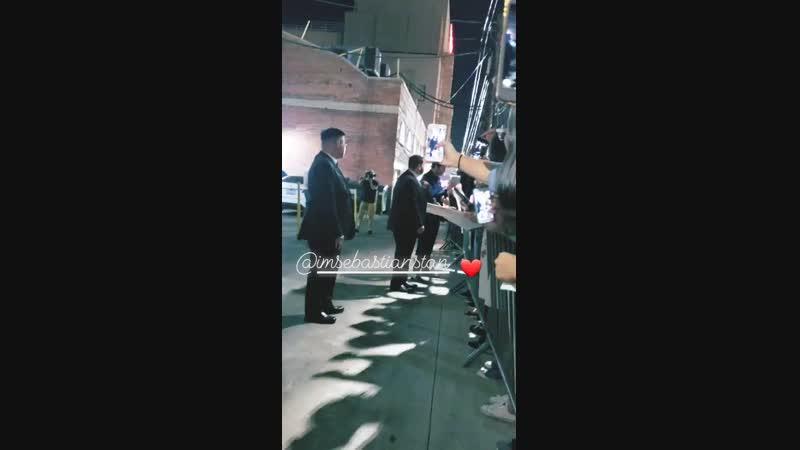 Себастиан раздает автографы после записи шоу «Джимми Киммел в прямом эфире»   8.11.18