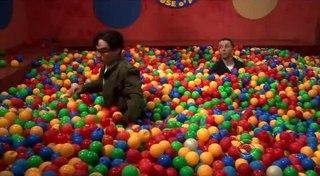 Шелдон в бассейне с шариками · #coub, #коуб