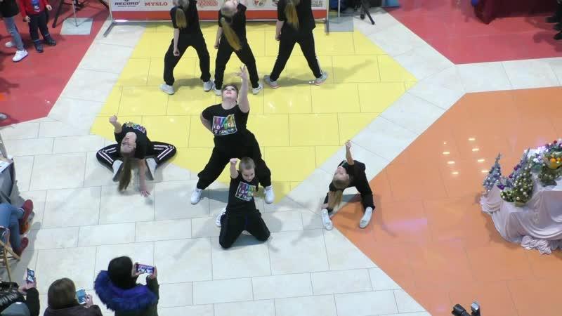 IDance Танцы в Туле Выступление в МАКСИ