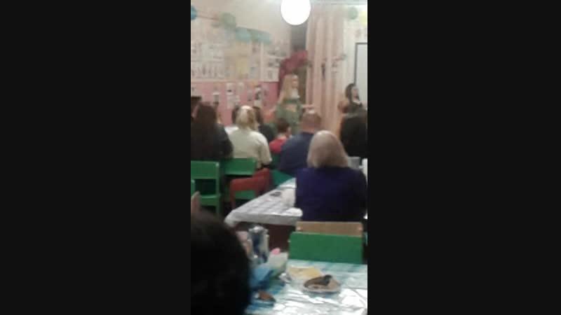 Танец будущих выпускников 2019 года Ленинской школы на вечере встрече