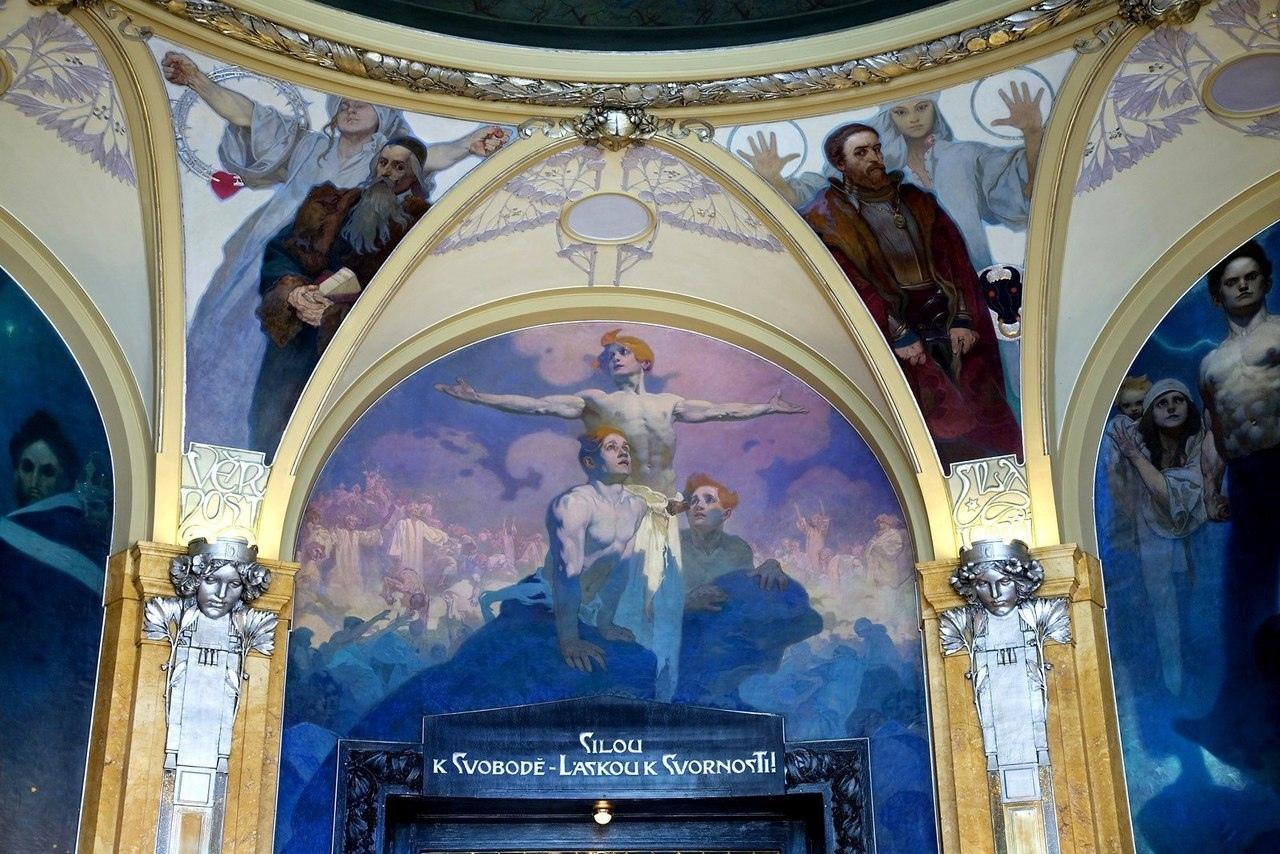 Роспись стен и потолка по эскизам Альфонса Мухи.
