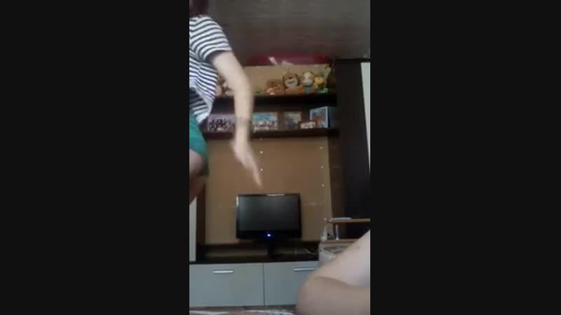 Студентка показала попку в трусиках (перископ, periscope, видеочат, чат, трансляция, вебка)