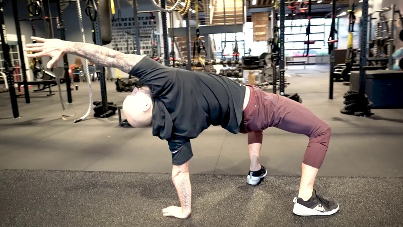 8 Hip And Thoracic Mobility Exercises For Your Morning or Recovery Flow