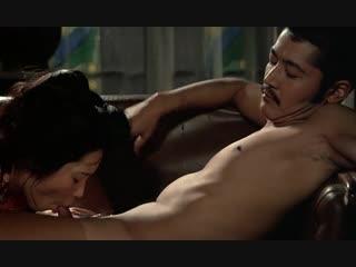 Жена сосет хуй мужа в фильме (жена делает минет, отсосала сперму мужа, кончил жене в рот)