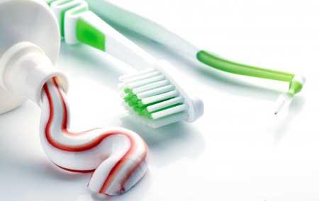 Чистка зубной пастой является частью первичной стоматологической помощи.
