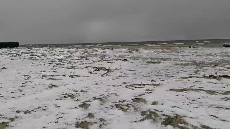 На чёрное море, пока не получается попасть, гоняем на карское, сезон только, круглый год не купальный...