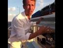 Алексей Панин ,после эксцесса с самолётом,целует крымский мост Рад что добрался 😀😀😀