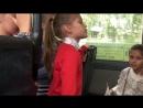 Дети читают стихи в пермском автобусе