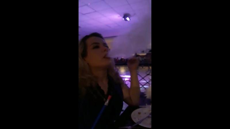 В жизни не курю и не собираюсь...но кальян попробовала...да да..в свои 31😎первый раз...сразу конечно не получилась такая дымовая