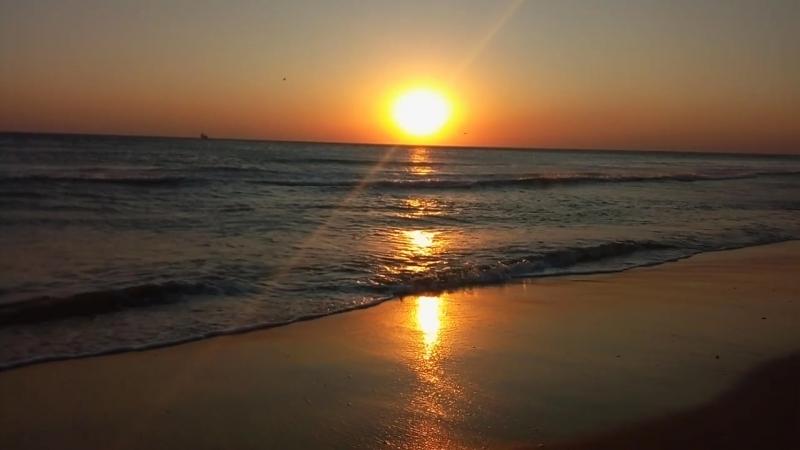 Закат на пляже в Джемете