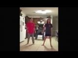 Тот момент, когда батя танцует круче всех!))