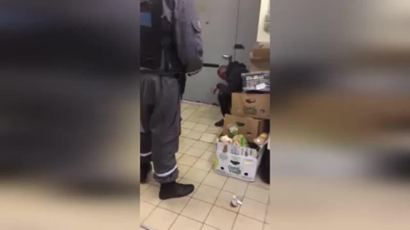 Охраник избил в Уфе