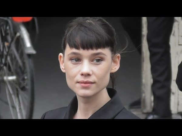VIDEO Astrid Berges Frisbey attends Paris Fashion Week 5 march 2019 show Chanel