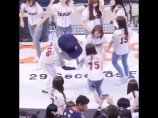 sakura may be izones baby but shell always turn into a senpai and treat nako as one -