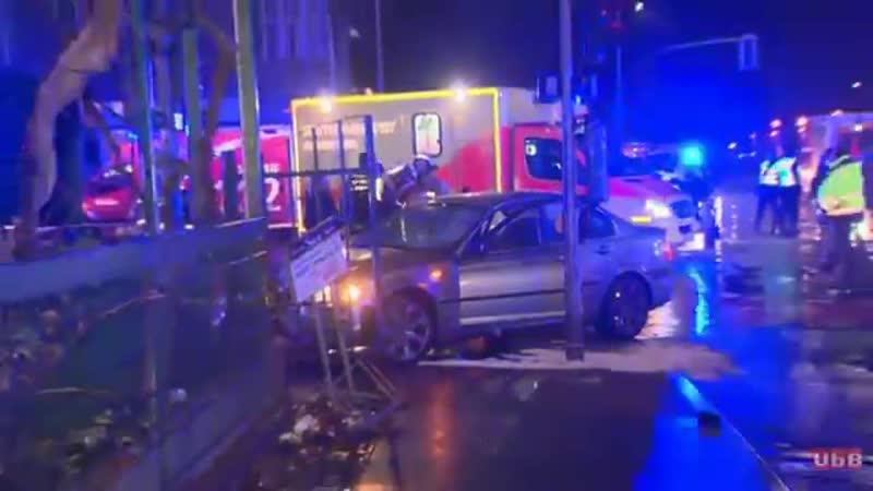 Berlin-Wedding - 30-jähriger rast mit Pkw in Fußgänger-Gruppe - Frau lebensgefährlich verletzt