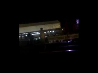 Луи играет в пинг-понг на фестивале «Firefly Music» в Филадельфии, США, 15/06