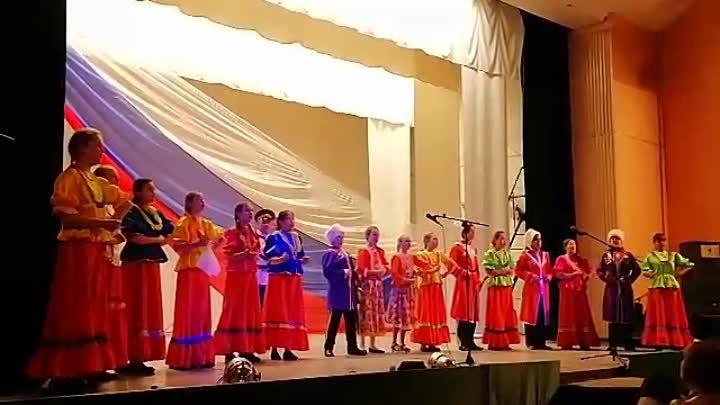 Детский казачий ансамбль Казачата с песней 'Мы казачата - цветы России'