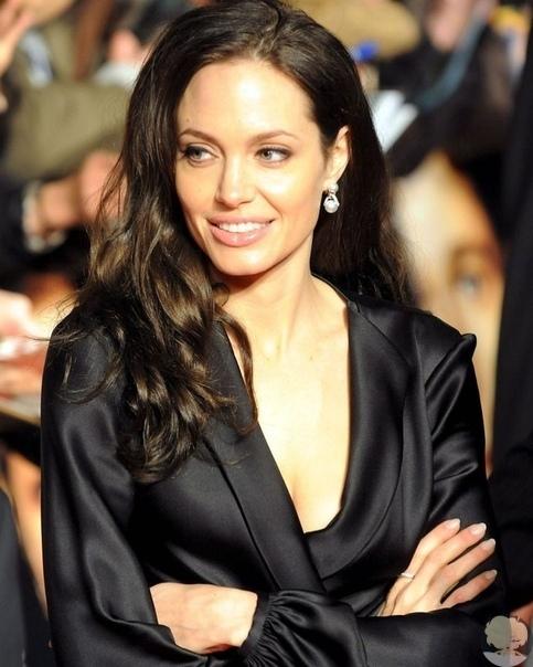 Анджелина Джоли показала архивный снимок где она блондинка
