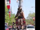 Imagine Seeing These Giant Dolls Walking Down Your Street большой