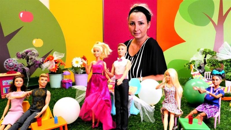 Barbie oyunları. Özgenin kafesinde nişan kutlaması