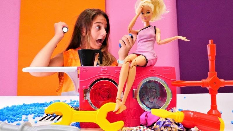 Barbienin çamaşır makinesi bozuluyor. Tamirci oyunu!