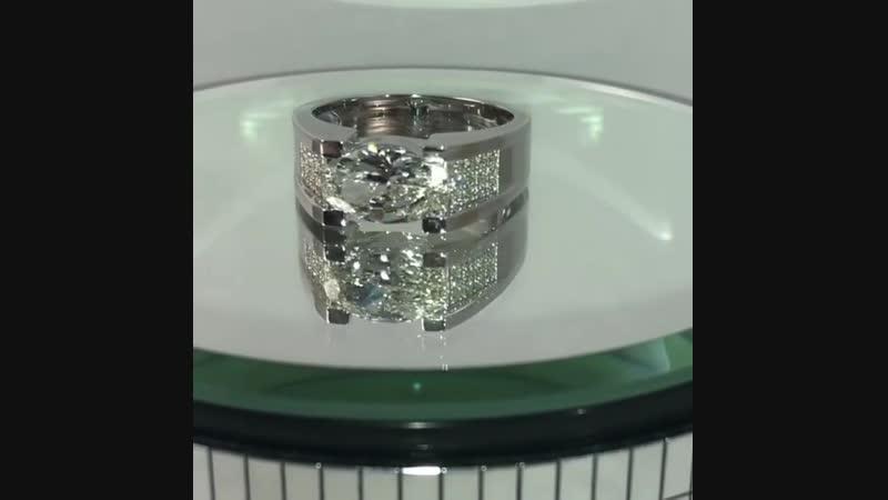 Мужской перстень из белого золота с бриллиантами, центральный бриллиант огранки овал, вес 3,02 ct.