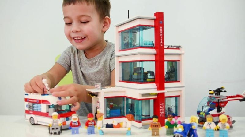 Никита играет в Лего Городская больница. Legoa City 60204 Hospital for Kids.
