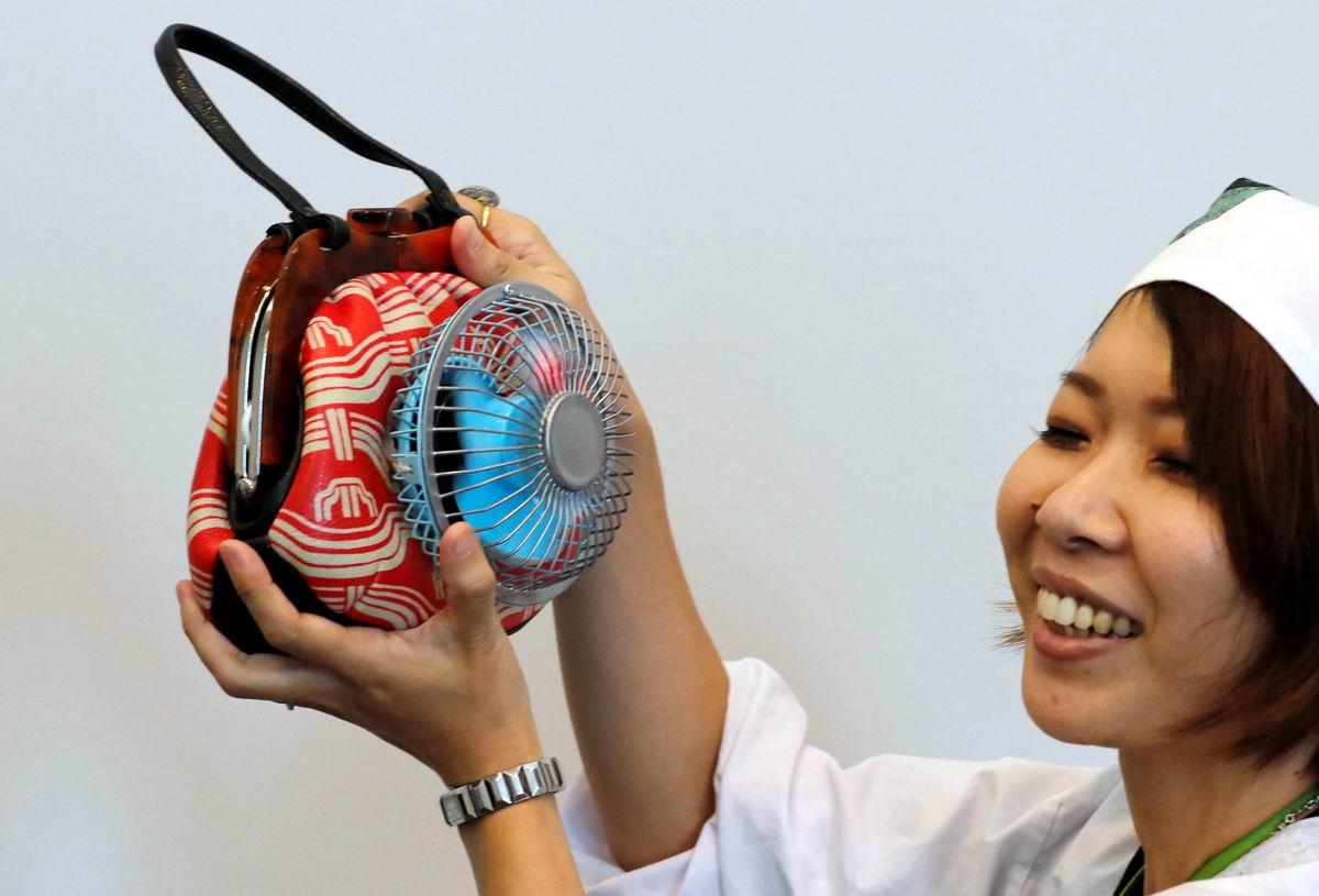 У японок свои причуды: Дамская сумочка с вентилятором