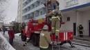 Курские огнеборцы отрабатывали навыки тушения пожара.