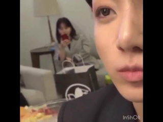 I tried to focus on Jungkook but I saw their staff dropped her phone at the back hh