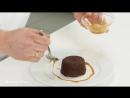 Шоколадный фондан с карамельным соусом