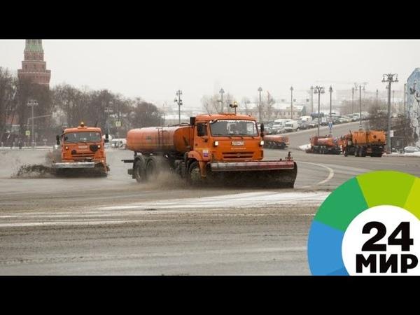 Дороги Москвы от снега очищают 6,5 тыс. единиц техники - МИР 24
