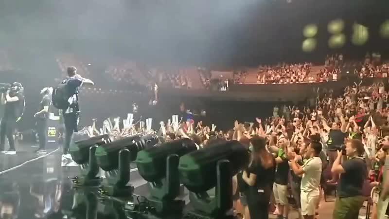 KennyS заводит толпу