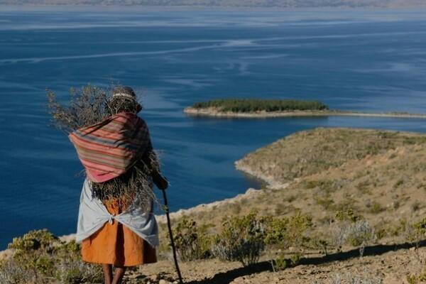 Легендарное озеро Титикака В окружении заснеженных гор и плодородных долин на границе Перу и Боливии расположено почитаемое коренными народами Анд таинственное озеро Титикака. Высота над уровнем