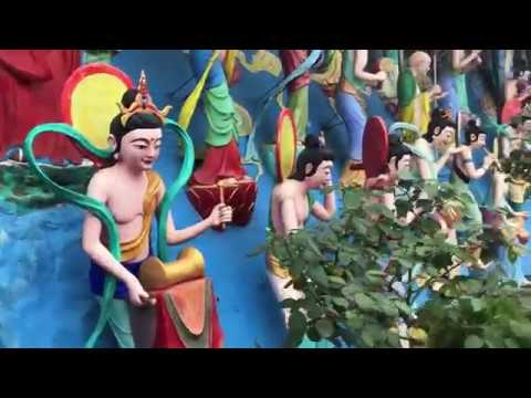 Вечеринка в бассейне. Китайский буддизм. Демонические сущности. Слишком много свастики.