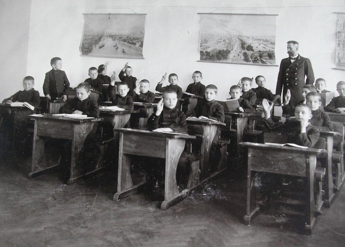 первые школ в россии картинки климову раскритиковали
