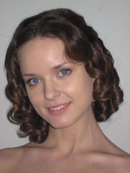 actor Анна Здор. Анна Юрьевна Здор (род. 25 августа 1983, Алма-Ата, Казахская ССР, СССР) - российская актриса театра и кино. Биография. Молодую актрису Анну Здор всё чаще можно видеть в