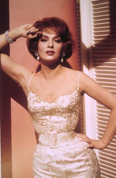 Самая красивая женщина 1960-х по прозвищу Большой Бюст Джина Лоллобриджида Луиджина (или Джина) Лоллобриджида в начале 1960-х годов была одной из главных европейских актрис и международным
